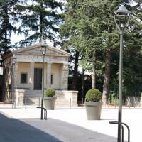 Monument aux morts et Chapelle